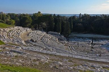 Остатки греческого театра в Сиракузах на Сицилии. (Фото Hans Georg Roth / Corbis.)